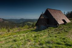 Mountain chalet in the Low Tatras - what a view! Best Places To Vacation, Carpathian Mountains, Mountain Range, Romania, Poland, Countryside, Skiing, Cabin, Explore