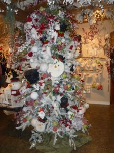 Winter Woodland Christmas tree theme, Direct Export Company, Dallas Market Christmas decorating http://www.ShowMeDecorating.com