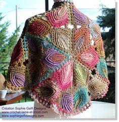 Cape with large Irish crochet leaves (design Sophie Gelfi) Poncho Crochet, Pull Crochet, Crochet Motifs, Crochet Shawls And Wraps, Crochet Stitches Patterns, Shawl Patterns, Freeform Crochet, Crochet Scarves, Irish Crochet