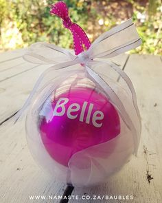 💕 A #Bauble in a bauble with a pretty #Bow 🎀  www.namaste.co.za/baubles #NamasteBaubles #NamasteVinyl #NamasteLollypop #NamasteProducts Bauble, Namaste, Christmas Bulbs, Bows, Holiday Decor, Pretty, Shop, Pink, Home Decor