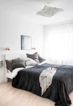 Enkelt soveværelse med ro og zen