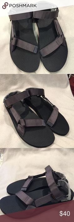 Teva Men's Sandals Original Universal From a Grand Canyon raft in 1984 to docks, stoops, and sidewalks around the world, one of Teva's very first sandal stands as a testament to timeless comfort and utilitarian style. Charcoal Teva Shoes Sandals & Flip-Flops