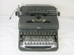 Vintage 40s Typewriter