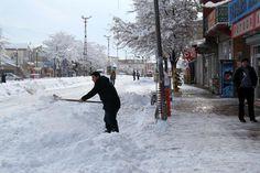 MURADİYE VAN - Muradiye'de kar yağışı