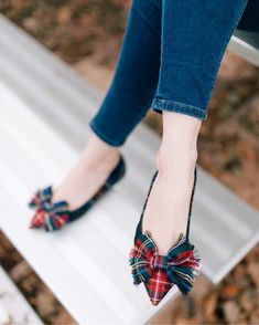 Can't go wrong with a tartan bow! ❤️ Sharing a casual Thanksgiving look today on carlytheprepster.com! http://liketk.it/2tvIJ #liketkit @liketoknow.it