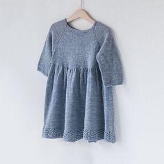 Bohemian Spring Dress – Knit By TrineP Knitting For Kids, Baby Knitting Patterns, Spring Fashion Outfits, Drops Design, Knit Dress, Kobe, Dresser, Bohemian, Tunic Tops