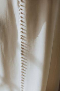 The Exotica gown / Nora Sarman Bridal / Fiercely Yours / photography: Pinewood Weddings / Flora Floral Botanical Atelier / Bridal Hair  Make-up / Egy csipet torta #bridal #styledshoot #bridalgown #indiebride #bride #menyasszony #menyasszonyiruha