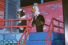 America Sings - Sam the Eagle and Ollie the Owl at the big finale. Disney Rides, Disney Parks, Walt Disney World, Abandoned Malls, Abandoned Places, Showbiz Pizza, Disneyland History, America Sings, Haunted Mansion