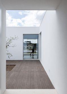 central courtyard. House Laejo / Bruno Dias arquitectos