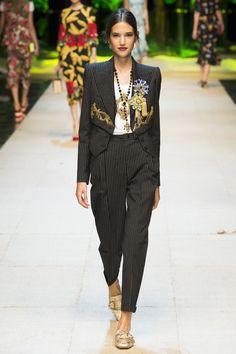 Dolce & Gabbana Spring 2017 Ready-to-Wear Fashion Show - Johanna Defant