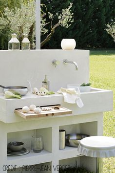 """Check out our internet site for additional information on """"outdoor kitchen designs layout patio"""". It is actually an exceptional place to find out more. Backyard Kitchen, Summer Kitchen, Outdoor Kitchen Design, Indoor Garden, Outdoor Gardens, Design Grill, Kitchen Layout, Patio Layout, Rustic Design"""