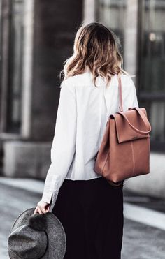 MAX&Co. Jana Wind from #bekleidet carries our casually chic 2N1 bag   #backpack #trends