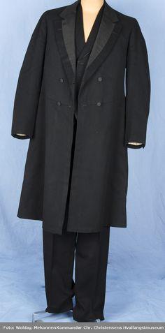 2d149f4ddc4 Bonjour en eldre type dobbeltspent herrefrakk. Den ble brukt som en jakke  over skjorte og