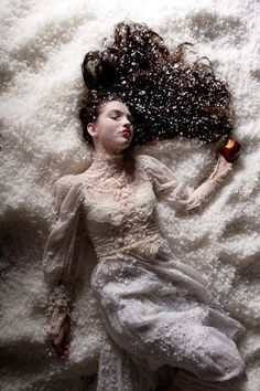 snow white | fairytale | apple | poison | sleeping | winter | christmas | lace dress