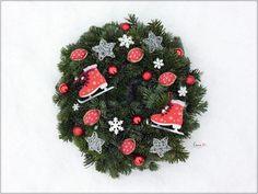 Orechové ozdoby - škrupinky / Walnut ornaments - free tutorial Christmas Wreaths, Ornaments, Holiday Decor, Free, Home Decor, Decoration Home, Room Decor, Christmas Decorations, Home Interior Design