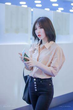 Seulgi, Type Of Girlfriend, Wendy Red Velvet, Park Sooyoung, Kim Yerim, Airport Style, Airport Fashion, Photo Cards, Kpop Girls