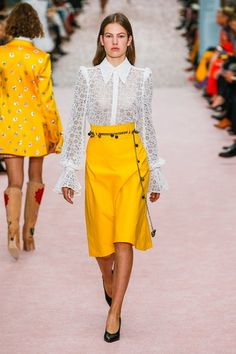 New York Fashion Week Best of New York Fashion Runway Trends Fashion Moda, Runway Fashion, Trendy Fashion, Spring Fashion, High Fashion, Fashion Trends, Ladies Fashion, Womens Fashion, Feminine Fashion