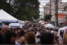 """Viver em uma metrópole como São Paulo é desafiador: o que leva à busca constante por momentos de descontração, lazer e diversão. Maior cidade da América Latina, São Paulo é sinônimo de cultura e entretenimento para todos os gostos. Entre as tantas opções da cidade, uma festa se destaca num dos mais tradicionais bairros da...<br /><a class=""""more-link"""" href=""""https://catracalivre.com.br/sp/agenda/barato/feira-da-vila-madalena-comemora-36-anos-de-arte-cultura-e-atitude/"""">Continue lendo »</a>"""