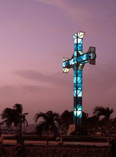 La Cruz que le da el nombre a la ciudad de Puerto la CRUZ -edo, Anzoategui - Venezuela. Sierra Nevada, Merida, Beautiful Places, Beautiful Pictures, Christian World, Largest Countries, Beautiful Sunrise, Place Of Worship, South America