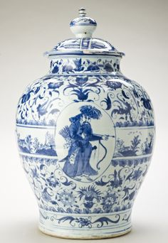 Chinese Ming porcelain jar and cover