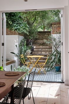 Richmond Road, London E8 - Aucoot Farm House Living Room, Pretty House, London Apartment, Lovely Apartments, Victorian Townhouse, Basement Apartment, Rustic Living Room, Basement Flat, Bright Apartment