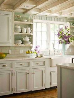 Country chic home decor country cottage kitchen ideas pin by decorate home site on shabby chic . country chic home decor Country Kitchen Farmhouse, Country Kitchen Designs, French Country Kitchens, Cottage Farmhouse, Farmhouse Ideas, Farmhouse Kitchens, White Cottage, Farmhouse Decor, Country Bathrooms