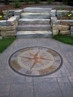 Compass design: a natural and practical garden decoration. I love these things. Outdoor Landscaping, Outdoor Gardens, Outdoor Decor, Patio Design, Garden Design, Grey Pavers, Compass Design, Compass Rose, Stamped Concrete