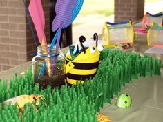 Bug themed party table.  Love the flyswatter idea.