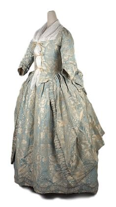 Dress a l'anglais made of blue silk damask with flowery pattern. Great Britain. 1745-50. Shoe Icons Collection.