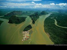 Thailand: Ich glaube in diesem Dorf war ich sogar schon. Sah von direkt vorne nicht so beeindruckend aus. Hier ja Wahnsinn!