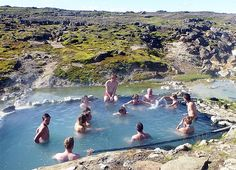 A finales de noviembre, la temperatura en esta zona del mundo ronda los cero grados centígrados, pero la laguna parece de aguas termales. Por: Chris Baraniuk - BBC Future Nada como bañarse a 38 grados cuando afuera está helado. Hay un dispositivo ele