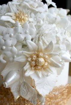 Gumpaste Edelweiss Black Sugar, Gerbera, Gum Paste, Coconut Flakes, Wedding Cakes, Bouquet, Wedding Inspiration, Party, Flowers