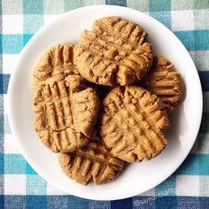 Who doesn't love cookies ! Here are some vegan, delish and healthy peanut butter cookies I made…