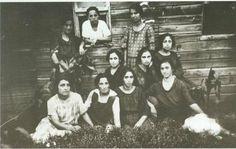 Housemates at a refugee camp, Kalamaria, 1925.