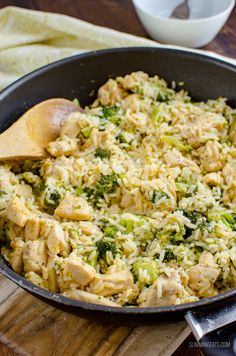 This delicious Syn Free Chicken Broccoli Cheddar Rice in cooked all in one pan and ready in 30 minutes. Perfect comfort food for the entire family to enjoy. Gluten Free, Slimming World and Weight Watchers friendly Slimming World Chicken Recipes, Slimming World Recipes Syn Free, Chicken Breast Recipes Healthy, Healthy Recipes, Healthy Meals, Healthy Food, Yummy Food, Broccoli Cheddar, Chicken Broccoli