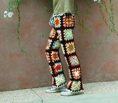 Funky Disco Crochet Pants ❥ looks like I've found what to make every one for… Crochet Pants, Crochet Clothes, Knit Crochet, Crochet Outfits, Crochet Squares Afghan, Crochet Granny, Granny Squares, Crochet Designs, Crochet Patterns