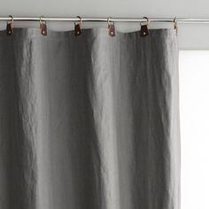 Le rideau en lin Private. Simple, naturel, chic, ce rideau en pur lin lavé s'adoucit et prend un subtil aspect froissé très recherché. Le lin lavé. Mélange unique d'authenticité et de naturel, le lin filtre la lumière avec élégance.Composition : - Pur lin lavé- Passants en cuir avec anneaux en métal vieilli Ø35 mm. - Doublure coton ton sur ton. Finition : - Bas ourlé, prêt-à-poser. Entretien : Lavable à 40°.Tailles à commander : Largeur 140 x Hauteur 180 cmLargeur 140 x Hauteur 22...