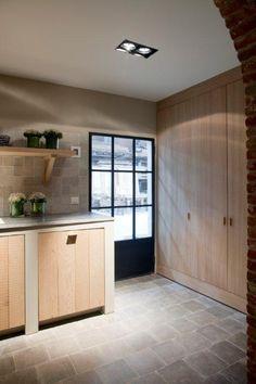 Love the floor Realization by Het Atelier Interieur, Hooglede - Belgium Kitchen Interior, New Kitchen, Kitchen Design, Cosy House, Cocinas Kitchen, Windows And Doors, Home Kitchens, Bungalow, Sweet Home
