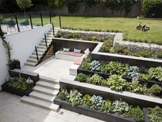 Grand Designs TV house from the 2018 series in Richmond, London with a sunken . Grand Designs TV house from the 2018 series in Richmond, London with a sunken garden with healthy plants -TV houses grandchildren . Sloped Backyard Landscaping, Landscaping Retaining Walls, Sloped Garden, Landscaping Ideas, Retaining Wall Gardens, Retaining Wall With Steps, Backyard Landscape Design, Steep Hillside Landscaping, Sloping Backyard