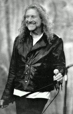 Robert Plant - wow, a genuinely happy smile. Jimmy Page, Great Bands, Cool Bands, Robert Plant Led Zeppelin, John Paul Jones, John Bonham, Greatest Rock Bands, Rock Music, The Beatles