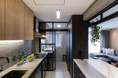 Galeria de Apartamento Meine / 6mm Arquitetura - 11 Small Condo Kitchen, Small Modern Kitchens, Small Modern Home, Modern Kitchen Design, Modern House Design, Dream Home Design, Home Interior Design, Kitchen Cabinet Design, Kitchen Decor