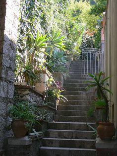 Scalinata tipica , Taormina ,Sicilia.  #lcaltagirone  #sicilia #sicily