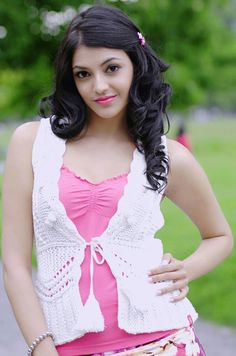 Pretty is a small her Most Beautiful Bollywood Actress, Beautiful Actresses, Beautiful Girl Photo, Beautiful Models, Indian Bridal Sarees, Beauty Full Girl, South Indian Actress, India Beauty, Indian Girls