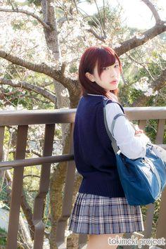 誰もが経験する、桜の花舞う入学式。 新しい毎日の始まりに不安と期待が入り交じる季節。 風に舞う桜の中に浮かぶ君の初々しい制服姿を、僕は忘れない。