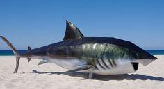 Heel mooi voorbeeld van een grote ,metalen haai. Hieraan kan ik zien hoe ik mijn vis ongeveer in elkaar moet zetten.