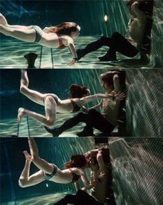 breathtaking underwater kissing photos
