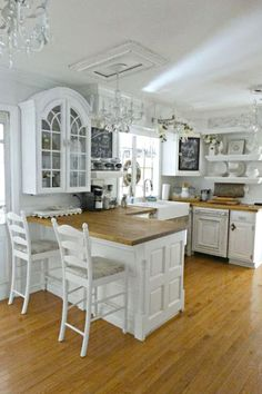 29 Creative Shabby Chic Style Kitchen Decor Projects To Consider For Your Cottage | Shabby Chic Kitchens Designs no. 1221 | #shabbychic #shabby_chic_kitchen Cottage Kitchen Decor, Junk Chic Cottage, Shabby Chic Kitchen Decor, Cottage Kitchens, Shabby Chic Furniture, Country Kitchen, Cottage Style, French Cottage, French Country