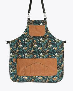 FancyGents custom made aprons are perfectly handcrafted using only high quality materials. Purpose is to provide a personal standout style with a flawless fit. Towel Apron, Linen Apron, Coffee Shop Photography, Work Aprons, Custom Aprons, Leather Suspenders, Bbq Apron, Leather Apron, Sewing Lessons