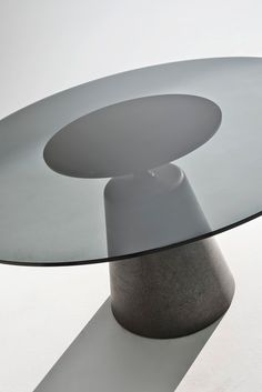 Rock Table     collection de tables rondes, base béton UHPFRC teinté, plateau mdf laqué ou verre     design Jean-Marie Mass...