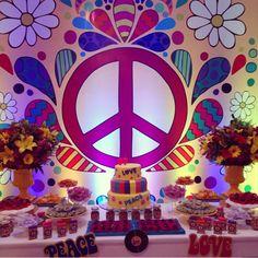 Peace and love Una celebración para recordar la paz y el amor del mundo con una fiesta a todo color, el significado del símbolo de la paz,...